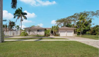 11700 SW 107 Avenue, Miami, FL 3D Model